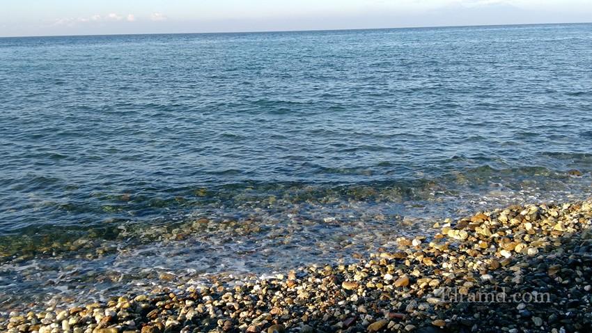 Море с каменистым берегом