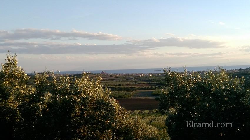 Вид на залив и город Неа Муданья