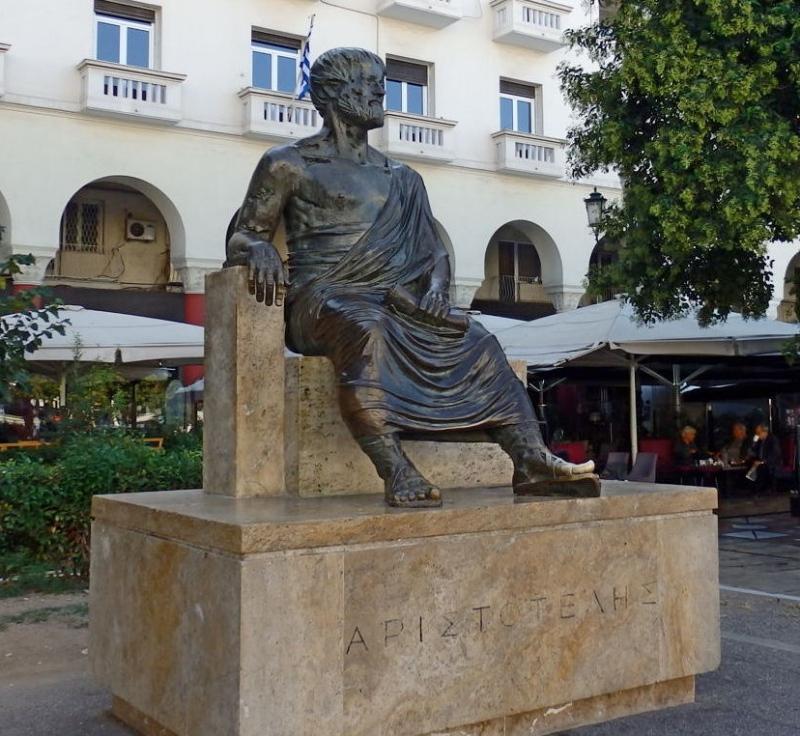 Памятник Аристотелю на одноименной площади