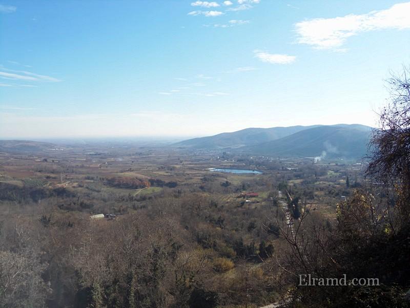 Вид на озеро, куда стекают воды водопадов Эдессы
