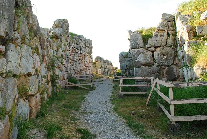 Дорожки между стен Тиринфа