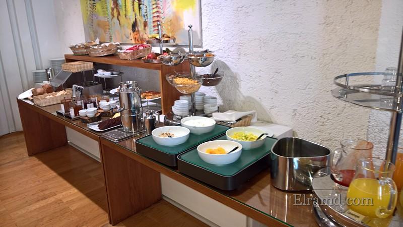 Завтрак в отеле Иродион