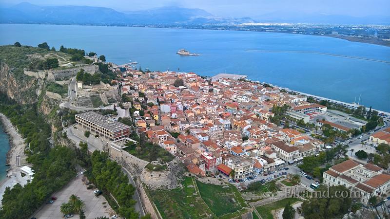Вид на старый город из крепости.