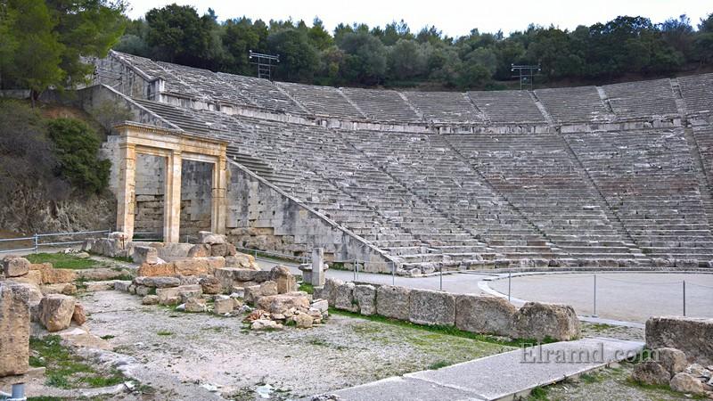 В театре Эпидавра