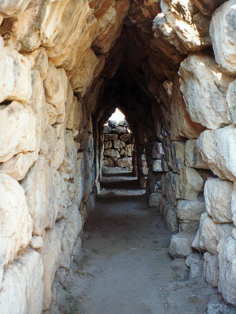 Галерея в стенах Тиринфа