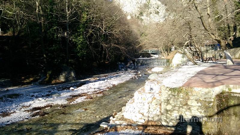 Река, текущая из ущелья