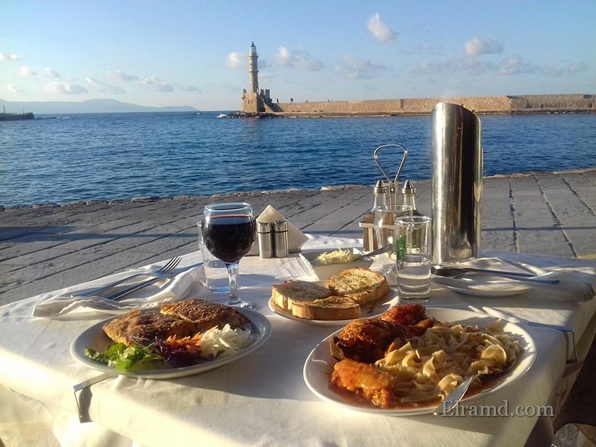Обед в Ханья с видом на маяк
