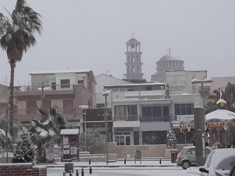 Колокольня храма Св. Георгия под снегом