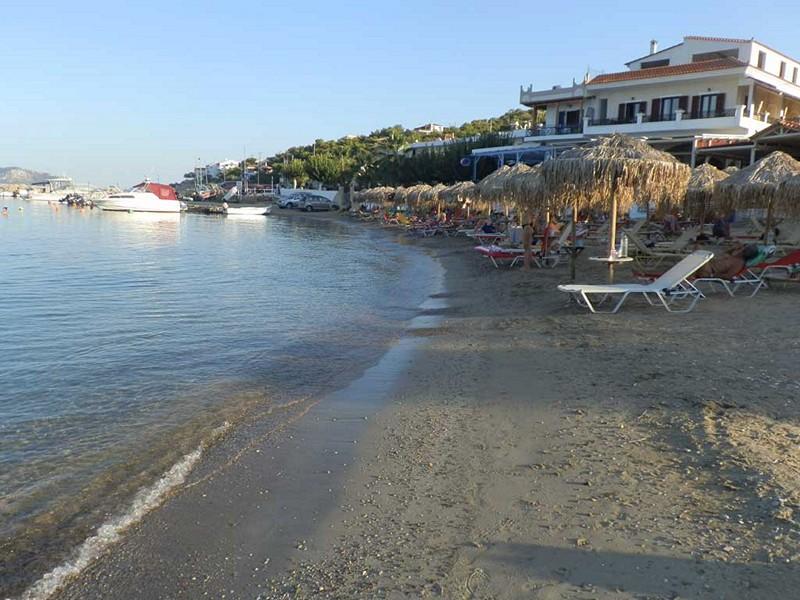 Пляж около Скала