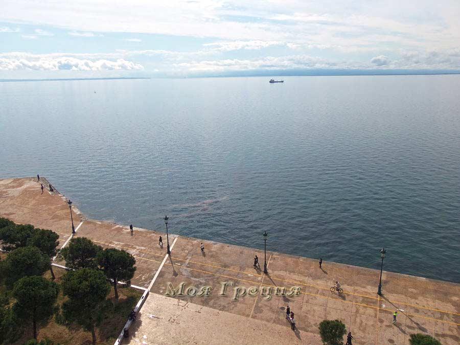 Вид с башни на залив Термаикос