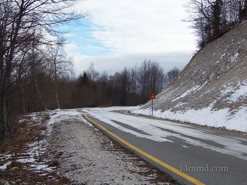 Дорога покрыта льдом