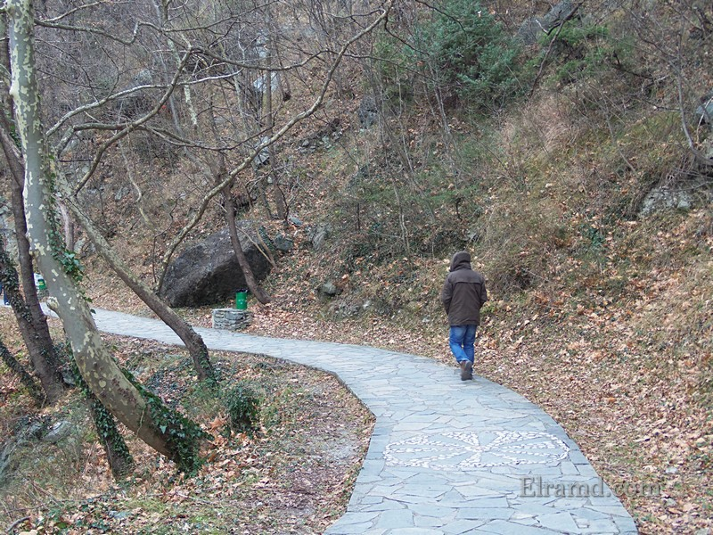 Дорога вдоль ущелья
