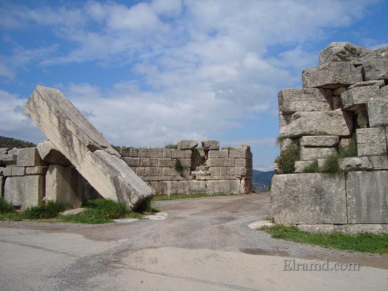 Аркадийские ворота, Мессини