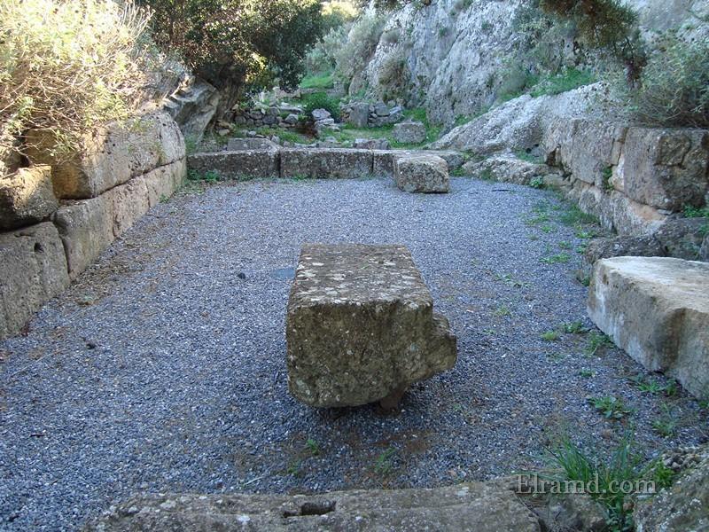Руины мемориала Ифигении