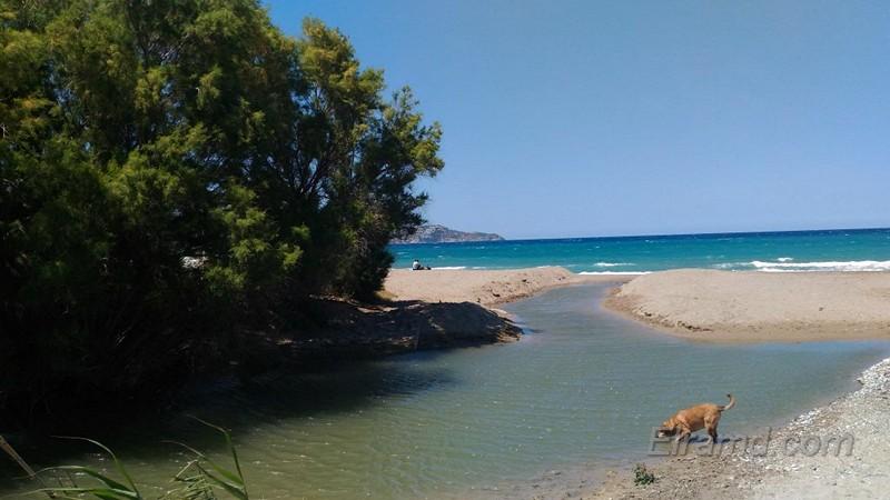 Река Алмирос впадает в море