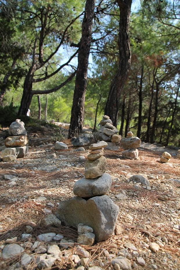 Пирамиды из камней, Монолитос