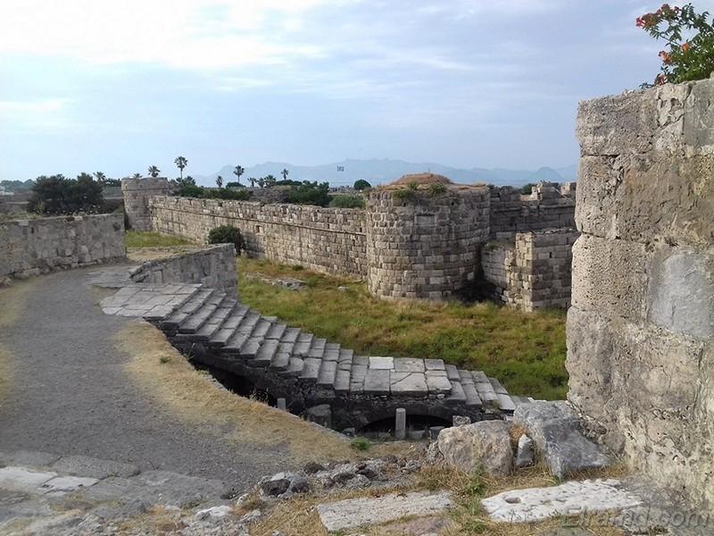 В замке рыцарей ионитов