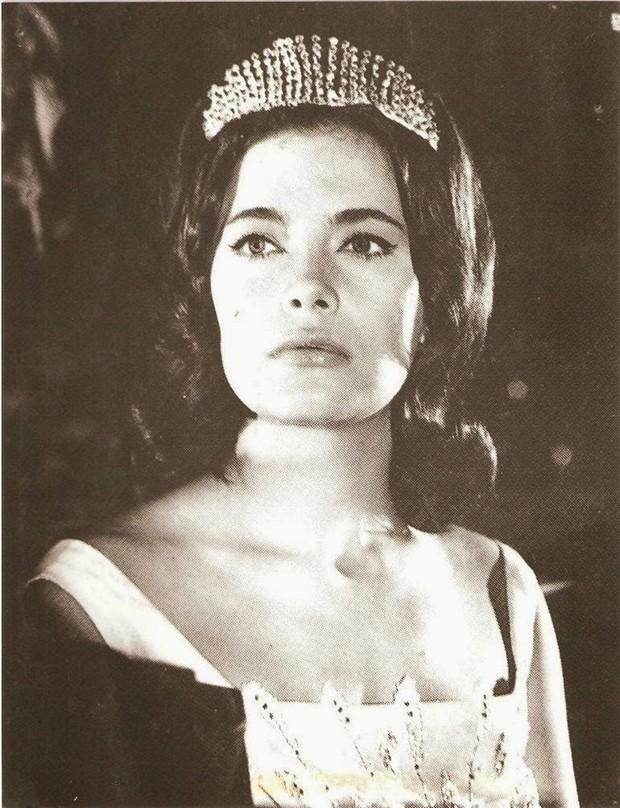 Греческая актриса Дженни Карези