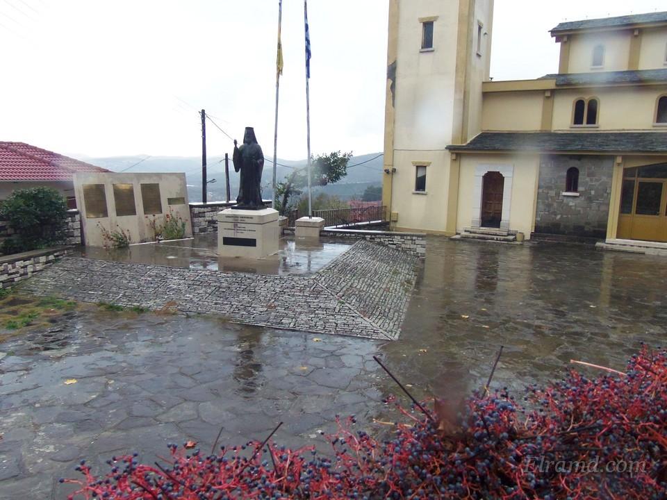 Во дворе храма - памятник митрополиту Севастьяну Икономидису