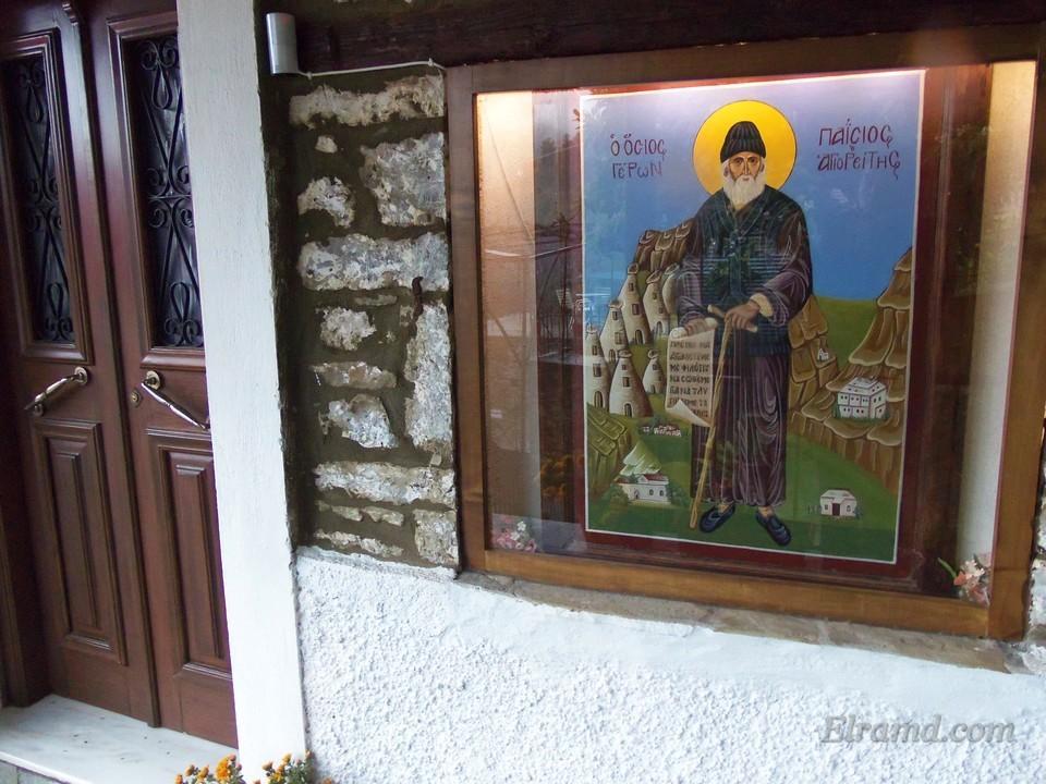 Икона Св. Паисия у входа в дом