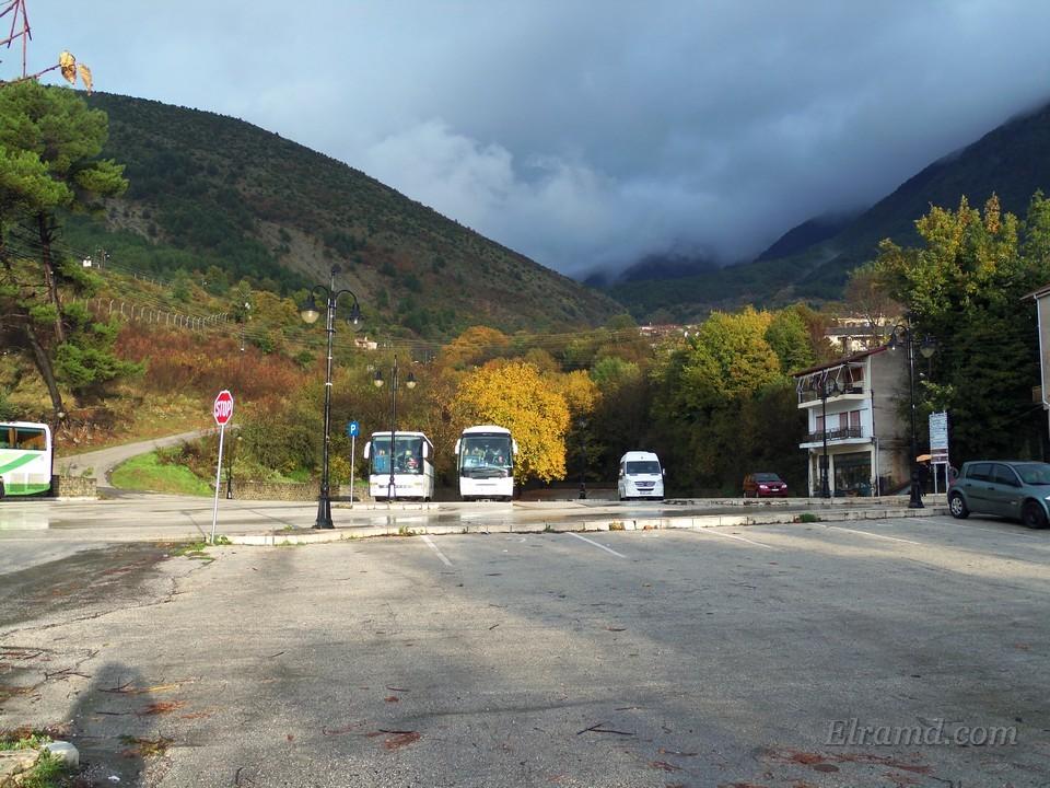 Наши автобусы на стоянке в Конице