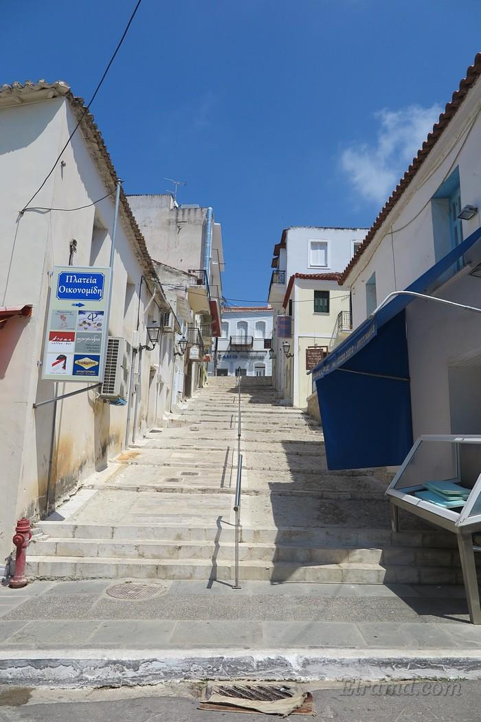 Улица-лестница в Пилосе