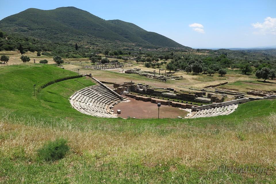 Театр Мессины - один из самых больших театров античности