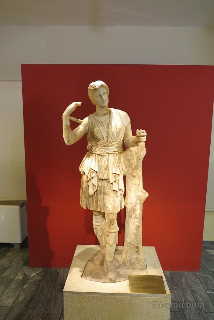 Скульптура Артимды в музее