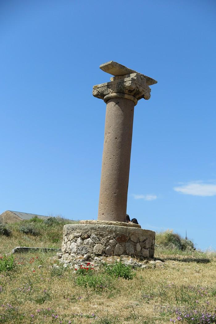 На этой колонне из красного гранита стояло изваяние покровителя республики - льва святого Марка