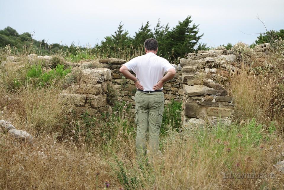 Вход в гробницу Фрасимидиса над бухтой Водокилья