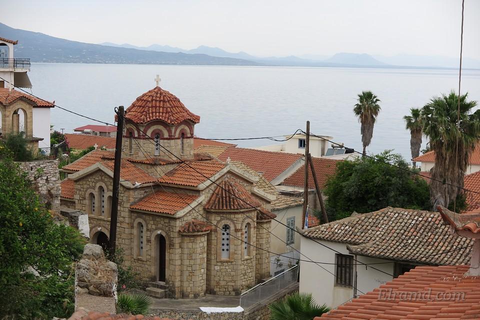 Храм святого великомученика Георгия Победоносца, Корони
