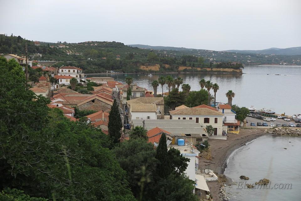 Вид на город и порт Корони