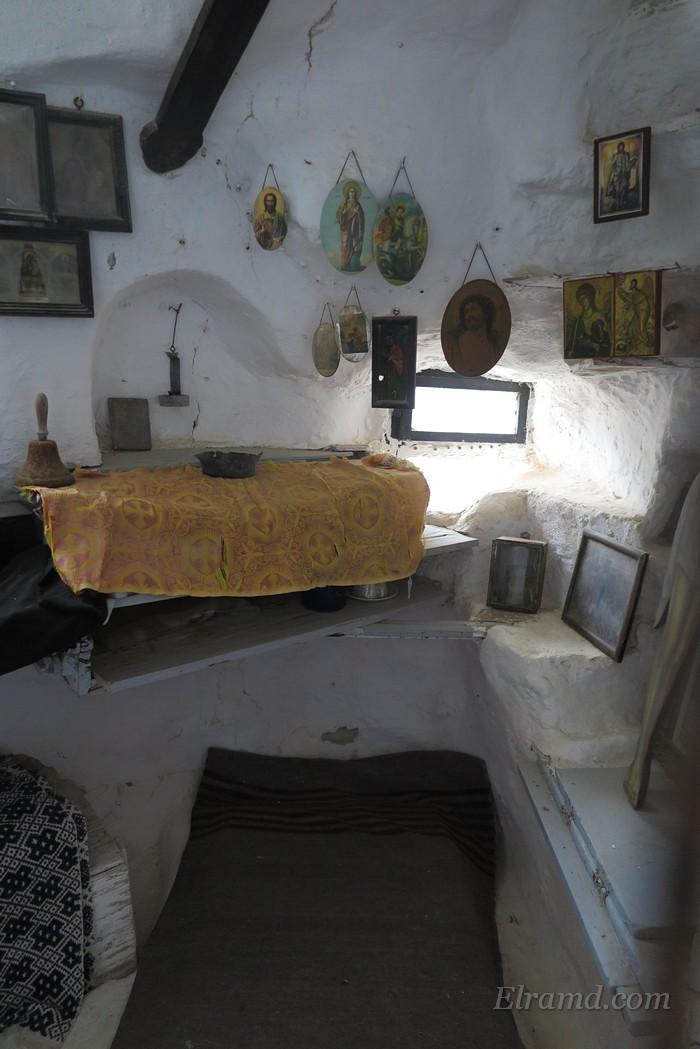 Внутри кельи иеромонаха Феодулоса