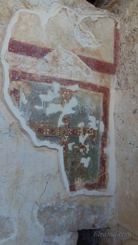 Изображение креста на фреске притвора