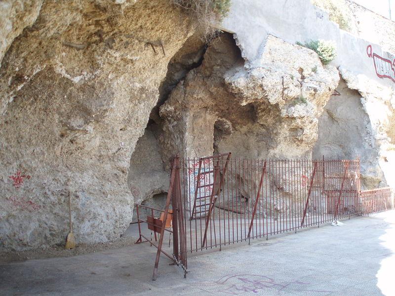 Пещера Сирангио, Пирей