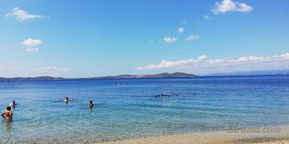 На пляже отеля Аристотелес