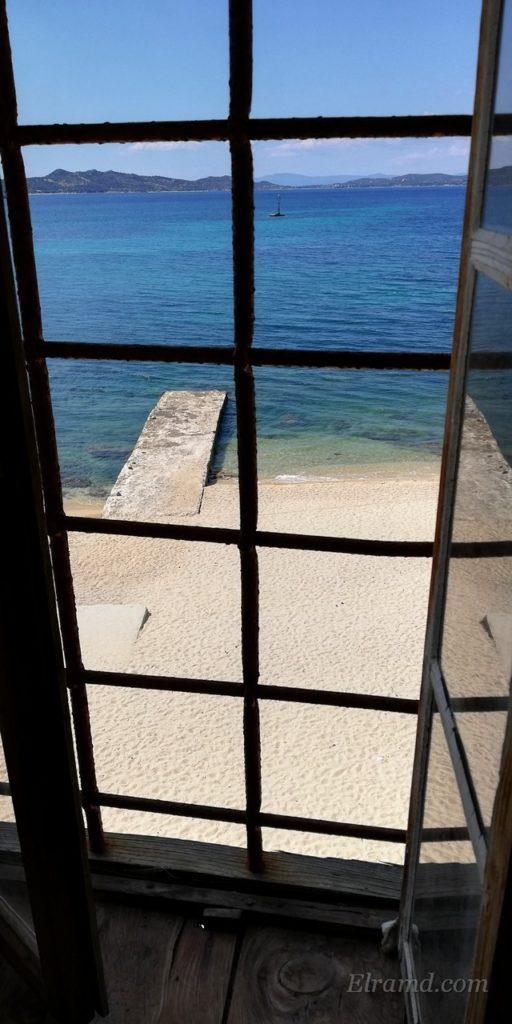 Вид на старый причал из окна гостиной