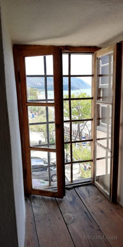 Вид из балконного окна