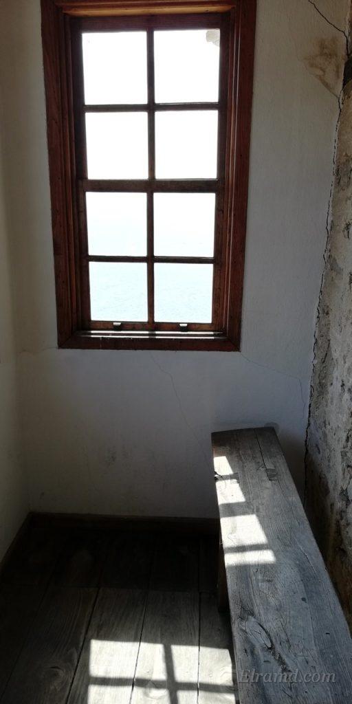 Узкий балкон башни