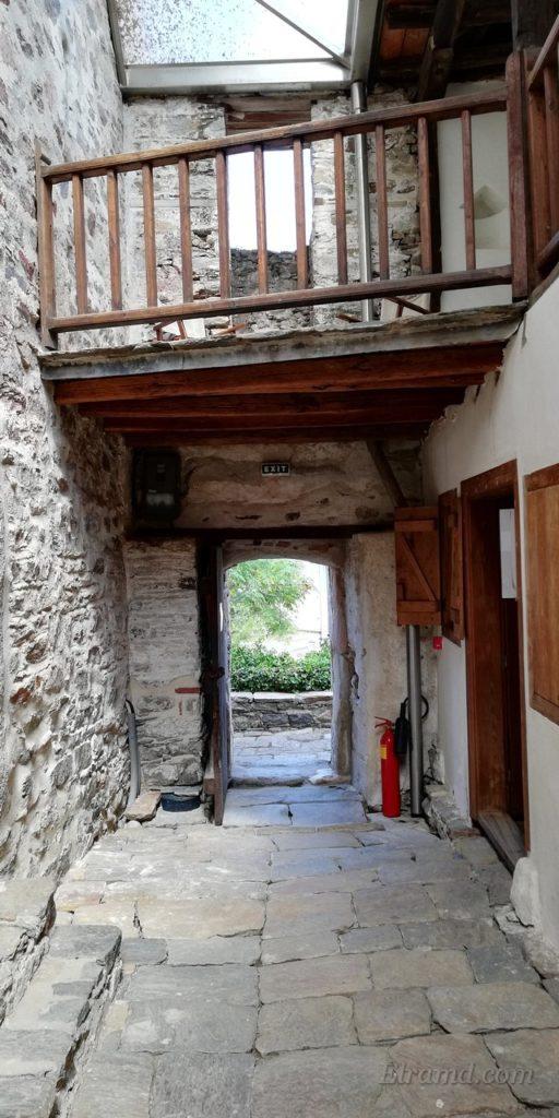 Входная дверь со стороны дворика