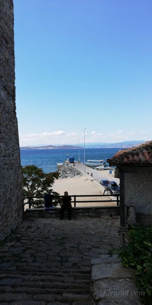 Вид на пристань с площадки перед башней