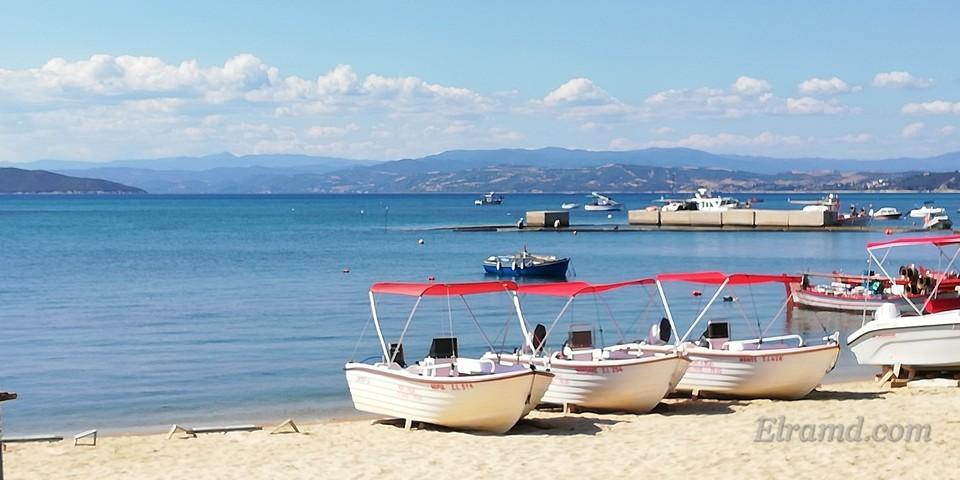 Лодки на пляже Урануполиса