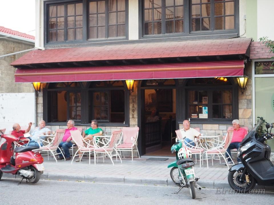 Греческие старички в кофейне