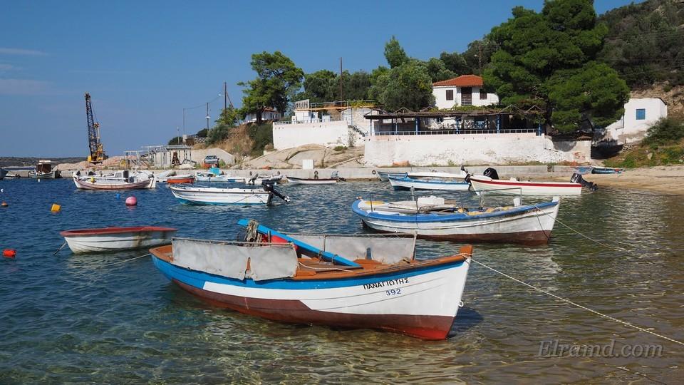 Лодки в Скала Сикия
