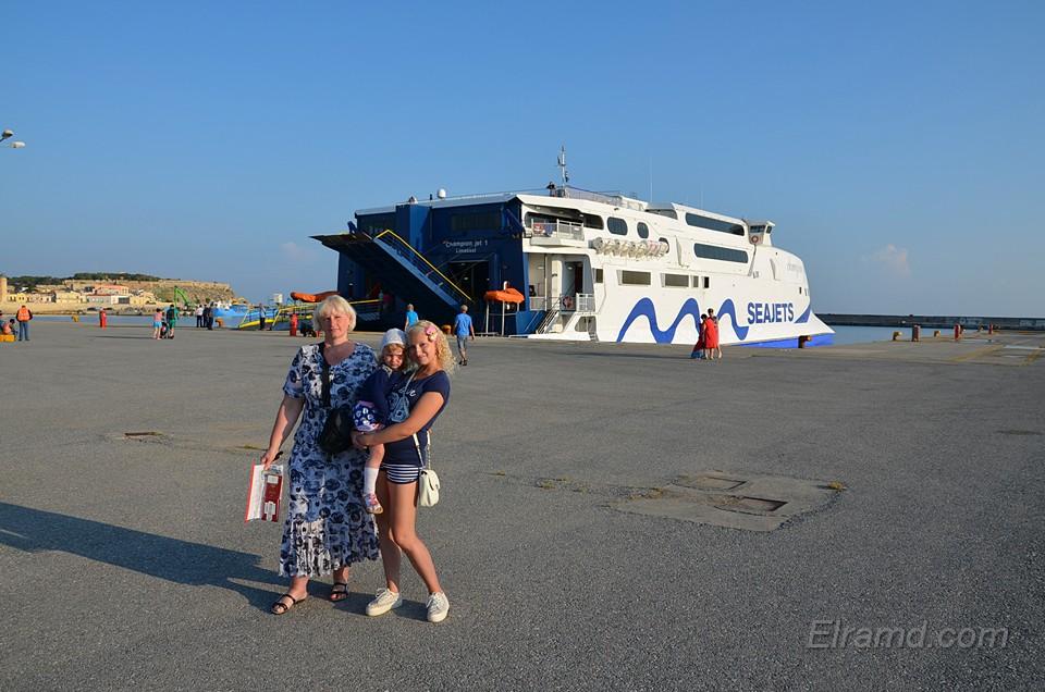 Этот паром идет на Санторини