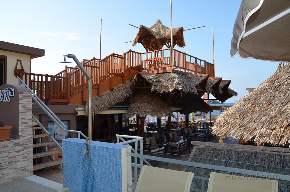 Бар отеля рядом с пляжем