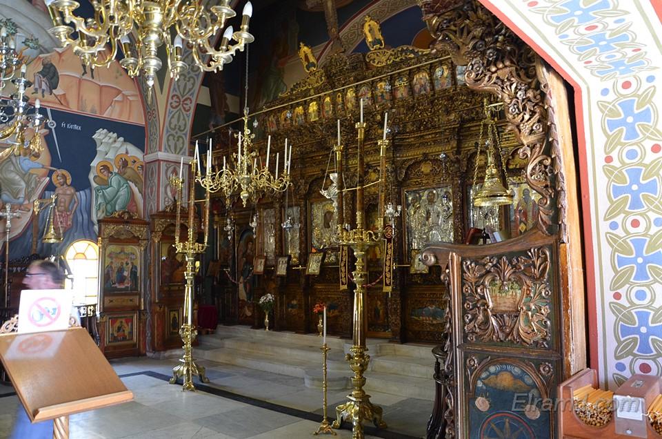 Внутреннее убранство храма Панагии
