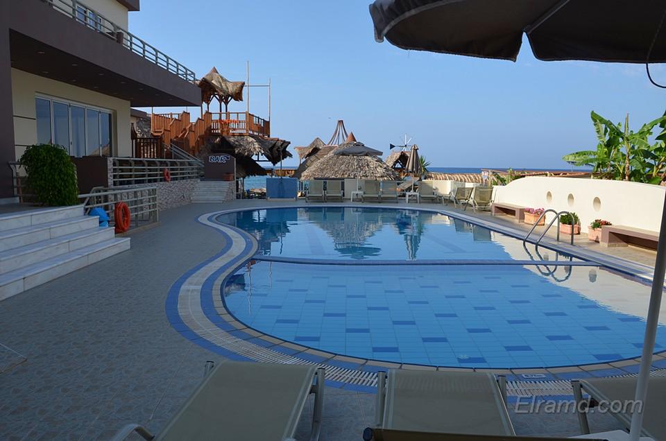 Бассейн отеля Ностос