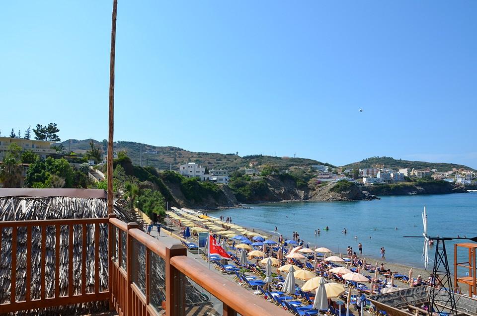Над пляжем отеля