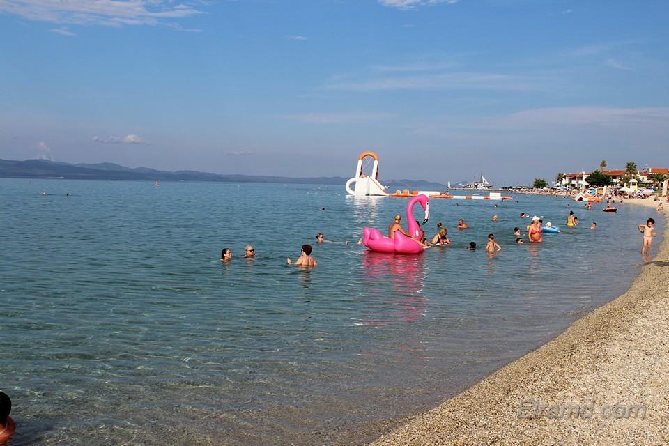 Пляж в Пефкохори рядом с Hotel Rigakis